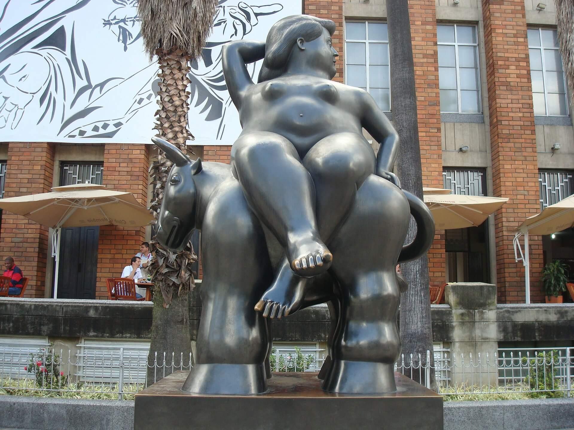 Jedna z charakterystycznych dla Medellin rzeźb, słynnego artysty Fernando Botero , fot. CC